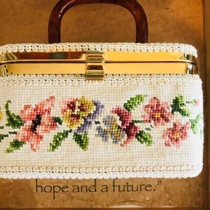 BEAUTIFUL Vintage cross stitched purse/mini case